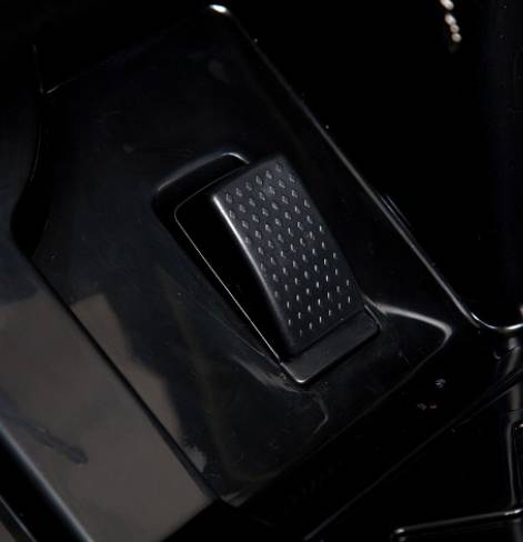 Электромобиль Mercedes-Bens AMG с резиновыми колесами  бордовый